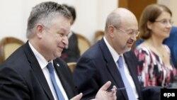 ԵԱՀԿ/ԺՀՄԻԳ տնօրեն Միխայել Գեորգ Լինք (ձախից) և ԵԱՀԿ գլխավոր քարտուղար Լամբերտո Զանիեր (կենտրոնում), արխիվ