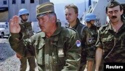 General Radko Mladic Sarayevo hava limanında. 06 avqust 1993