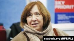 Світлана Алексієвич повідомила, що перебуває у Сеулі і що з нею все добре