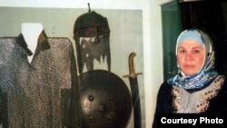 Бәйрәмова Чәрдән музеендагы бу экспонатларны Ибраһим ханныкы дип саный