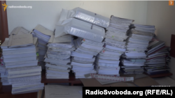 Документи, знайдені журналістами в офісі генпрокурора після його втечі у лютому 2014 року. Частину документів Віктор Пшонка тримав у себе вдома