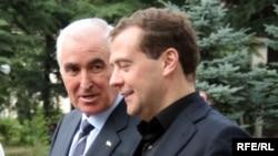 К людям российский премьер-министр, как это было в прошлый раз, так и не подошел