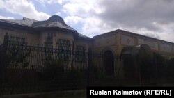Дом кыргызского предпринимателя Кадыржана Батырова в Джалал-Абаде.