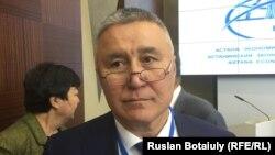 Вице-президент Казахстанской национальной академии естественных наук Нуралы Бектурганов. Астана, 26 мая 2016 года.