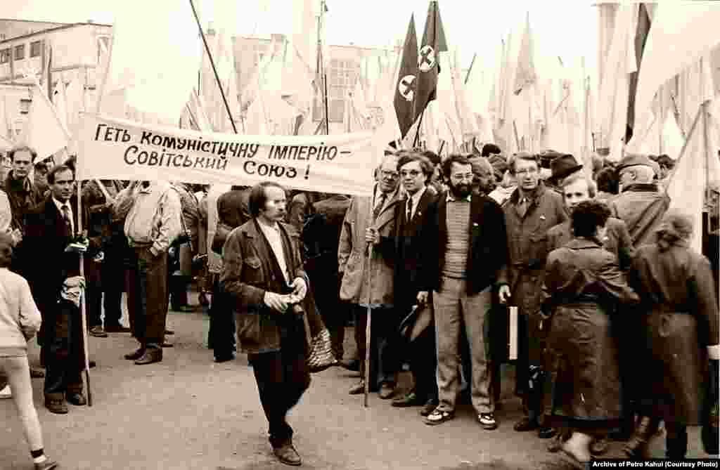 25 березня 1990 рік. Мітинг у Хусті (Закарпатська область), де проходило засідання великої ради Народного руху України