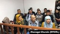 Сотқа қатысып отырған Өзбекстан азаматтары. Ақтөбе, 3 қыркүйек 2018 жыл