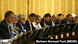 اعضای کمیسیون ویژه برجام در یکی از نشستهای این کمیسیون