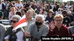 Участники митинга в поддержку Светланы Тихановской, Минск, 30 июля, 2020 года
