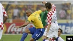 رونالدو به همراه تیم ملی برزیل دوبار قهرمان جام جهانی شده است