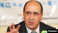 Armenia -- Garnik Isagulian, an aide to President Serzh Sarkisian, holds a news conference, 4 March 2010.