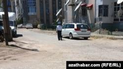 Түркменстанның Лебап облысындағы полиция қызметкері.