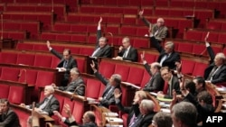 France -- Members of the French National Assembly vote an amendment at the French National Assembly in Paris, 22Dec2011