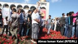 Эгемендик салтанатын көргөнү келгендер. Бишкек, 2011-жылдын 31-августу.
