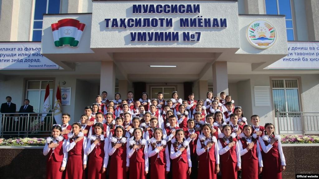 """Имтиёз ба """"миллионерҳои"""" тоҷик дар ивази мактабсозӣ"""