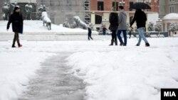 Снег во Скопје.