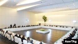 Prezident İlham Əliyev və birinci vitse-prezident Mehriban Əliyeva martın 1-də mədəniyyət və incəsənət xaidmləri ilə görüşmüşdülər