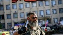 Украинадағы ресейшіл топ мүшесі. Краматорск, 7 маусым 2014 жыл. (Көрнекі сурет)