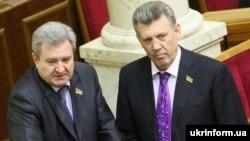 Народные депутаты Сергей Гриневецкий (слева) и Сергей Кивалов на заседании Верховной Рады Украины (архивное фото)