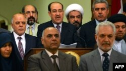 Իրաքի նախկին վարչապետ Նուրի ալ-Մալիքին (կենտրոնում) և նոր վարչապետ Հայդար ալ-Աբադին (ձախից) իրաքցի մի շարք այլ գործիչների հետ, 14-ը օգոստոսի, 2014թ․