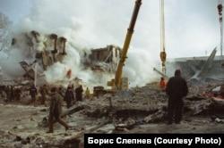 Разбор завалов в доме №45 на Гражданской на месте авиакатастрофы в Иркутске-2