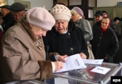 Voters cast their ballots at a polling station in Donetsk.