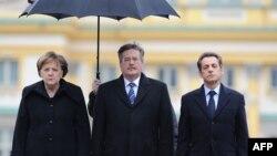 "Angela Merkel, Bonislaw Komorowski și Nicolas Sarkozy în 2011 la o reuniune a ""Triunghiului de la Weimar"""