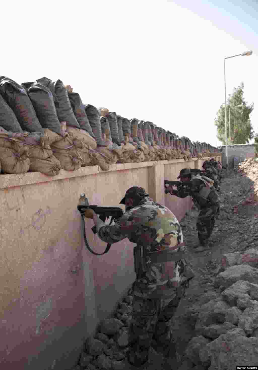پادگان تیپ زرهی دوم پیشمرگه در منطقه گرمیان در فاصله ۲۵۰ متری از مواضع داعش: سه راهی کلار