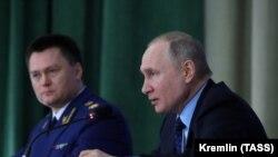 Президент России Владимир Путин и генеральный прокурор Игорь Краснов