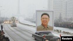 Ким Чен Ир мотами чоғида йиғламаган кореяликлар шу кунда ўз аҳволига мотам тутиб йиғлаётганларини тахмин қилиш қийин эмас.