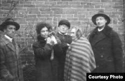 Справа налево: А.С. Кочетков, В.А. Меркурьева, Е.Я. Архиппов и его вторая жена К.Л. Архиппова, Д.А.Тарноградский