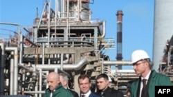 U poseti Rafineriji u Pančevu u februaru ove godine boravio je i Dimitri Medvedev, tada ruski premijer, a sada predsednik Rusije.