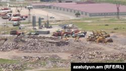 Техника и строения на территории Амулсарского рудника (архив)