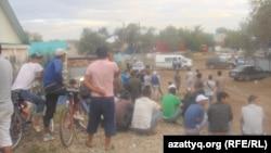 Үйлерінен шығарылған тұрғындар. Ақтөбе, 23 маусым 2012 жыл.