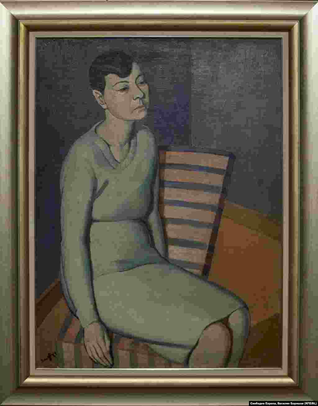 """Кирил Цонев, """"Жена със зелена рокля"""", 1929 г. Картината е рисувана в Германия и пренесена в България. През 20-те и 30-те години броят на вестниците и списанията, които се занимават с женска мода, рязко се увеличава."""