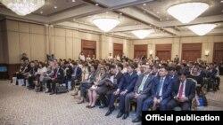 Бишкектеги Кыргызстан-АКШ бизнес форумунун катышуучулары. 11-июль, 2017-жыл