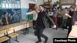 Елена Виленская в школе в Алдах