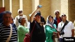 گروهی از گردشگران خارجی در اصفهان