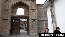 Вход в одну из древнейших мечетей в городе Маргилане. Иллюстративное фото.