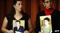 تصاویر شین باوئر(چپ) و جاش فتال؛ در دستان مادرانشان در نیویورک