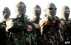 Бійці батальйону «Маріуполь» під час складання присяги, 4 вересня 2014 року
