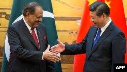 Архивска фотографија: Претседателите на Пакистан и на Кине, Манмун Хусаин и Си Џинпинг, во Пекинг.