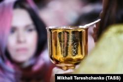 Чаша для причастя, храм Христа-Спасителя (РПЦ), Москва, 7 січня 2020 року