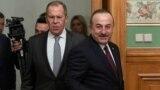 Sergei Lavrov (solda) və Mevlut Çavuşoğlu (Arxiv fotosu)