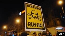 Противники сближения Венгрии с путинской Россией на демонстрации в центре Будапешта, 16 февраля 2015 года