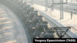 Танки Т-34, передані Росії Лаосом, на залізничній станції в Читі, Росія, 13 січня 2019 року