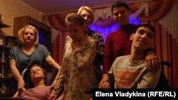 Родители детей-инвалидов в Петербурге: Богайцева Елена с Валерией, Андреева Ирина с Анной, Чинчлей Ольга с Андреем