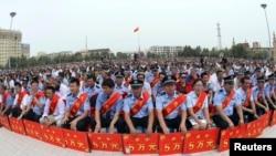 Policia në rajonin Xinjiang të Kinës