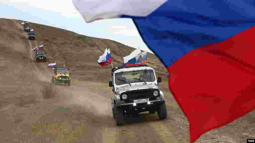 В Судаке 12 июня провели автопробег. Больше фото с Дня России в аннексированном Крыму– по ссылке