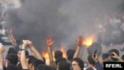 بر اثر حمله نیروهای امنیتی به اعتراضهای مسالمتآمیز در روزهای گذشته چندین شهروند ایرانی جان خود را از دست دادند