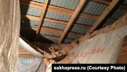 Рухнувший потолок в доме для сирот